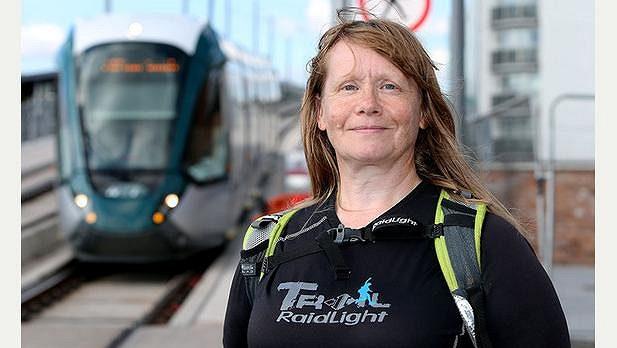Stephanie Cookeová si běhá podél nových tramvajových tratí a kochá se městem.