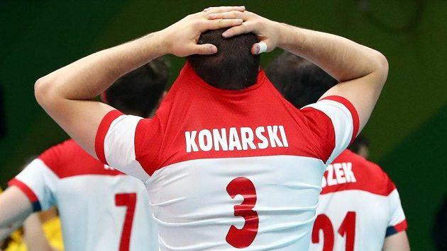 Smutný polský volejbalista Karol Klos.