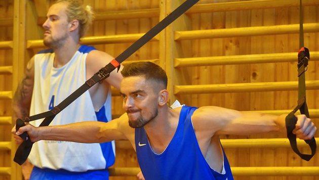 Zleva Ondřej Balvín a Tomáš Satoranský na tréninku české reprezentace.