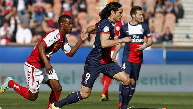 Fotbalista Paris St. Germain Edinson Cavani v utkání proti Remeši.