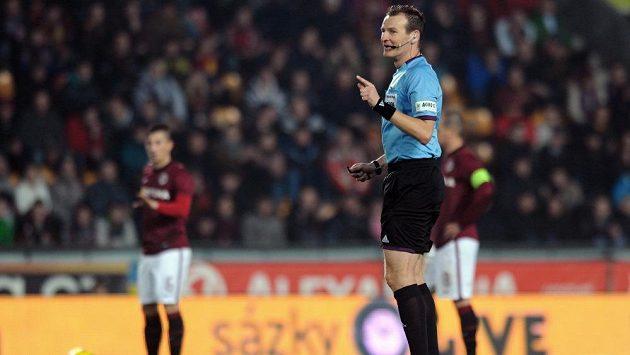 Rozhodčí Pavel Královec během utkání Gambrinus ligy mezi AC Sparta Praha a FK Baumit Jablonec.