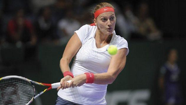 Petra Kvitová během úvodního zápasu na Turnaji mistryň proti Polce Radwaňské.