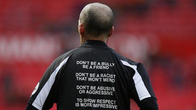 Fotbaloví rozhodčí občas čelí atakům hráčů. Když zůstane u slov, často vše spraví karetní trest. V Portugalsku ale už došlo na fyzické napadení a hráč půjde před soud (ilustrační foto)