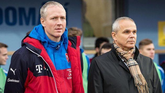 Trenér Václav Jílek (vlevo) je nadále asistentem Vítězslava Lavičky u reprezentace do 21 let.