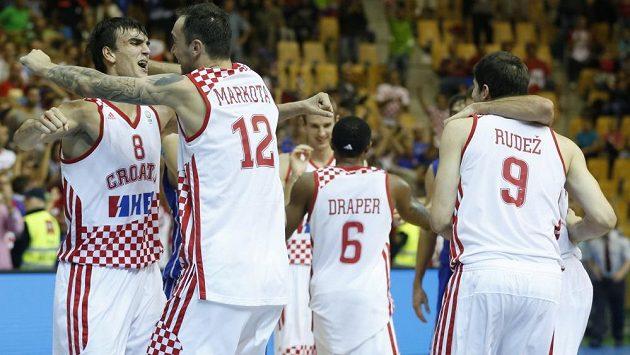 Baketbalisté Chorvatska se radují z postupu do semifinále ME.