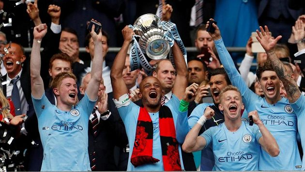 Fotbalisté Manchesteru City slaví třetí triumf v sezoně