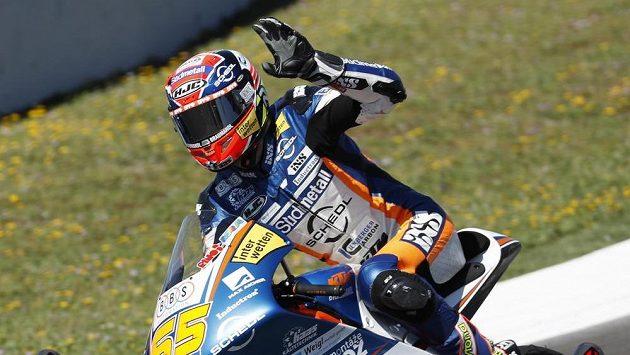 Německý motocyklista Philipp Öttl slaví své první životní vítězství ve VC Španělska v kategorii Moto3.