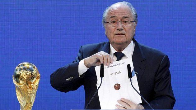 Sepp Blatter při oznamování skutečnosti, že pořadatelem MS 2018 bude Rusko.