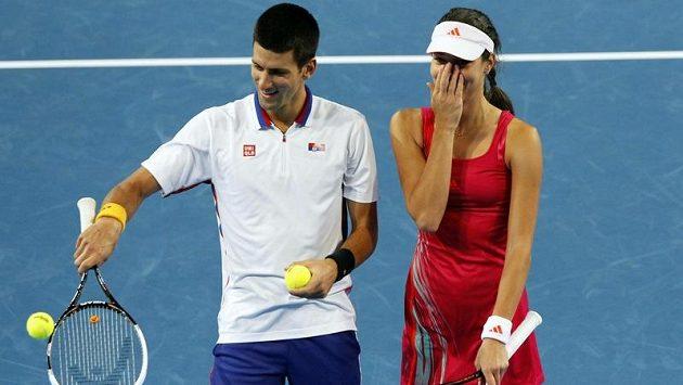 Srbští tenisté Novak Djokovič (vlevo) a Ana Ivanovičová stále mohou být jedním z finálových soupeřů Španělska.