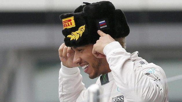 Britský pilot Lewis Hamilton má po vítězství v Soči mistrovský titul zase o něco blíž.