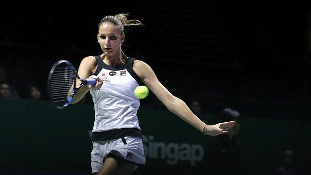 Česká tenistka Karolína Plíšková v utkání se Španělkou Gabriňe Muguruzaovou na Turnaji mistryň.