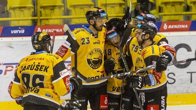 Hokejisté Litvínova se radují z gólu - ilustrační foto.