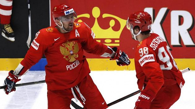 Gólu proti Švédům se dočkal i Alexandr Ovečkin, vpravo Michail Sergačov.
