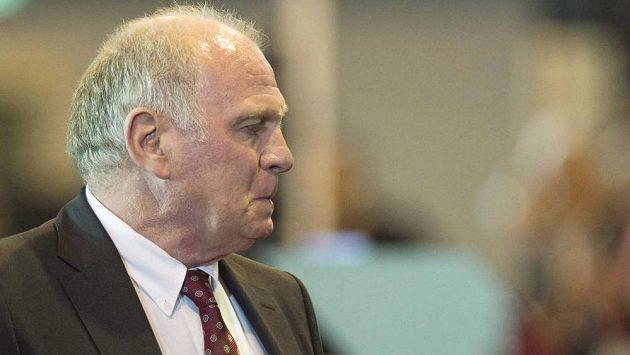 Bývalý prezident fotbalového Bayernu Mnichov Uli Hoeness u soudu.