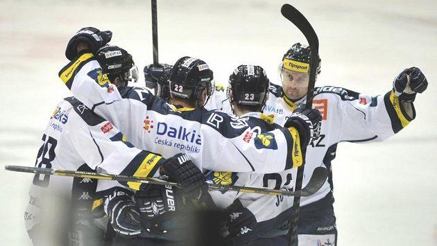 Hrači Vítkovic se radují z gólu proti Kladnu.