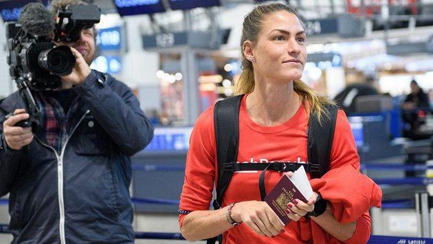 Marcela Joglová při odletu na atletické MS do katarského Dauhá.