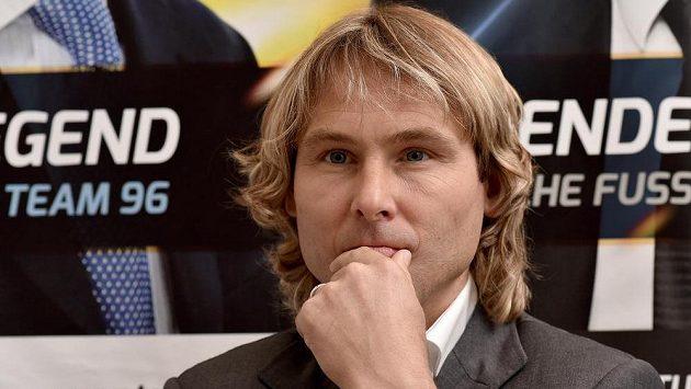 Pavel Nedvěd už kopačky pověsil na hřebík, vrátí se teď k fotbalu jeho někdejší spoluhráč?