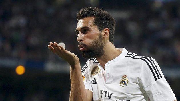 Alvaro Arbeloa z Realu Madrid jásá po gólu proti Almeríi.
