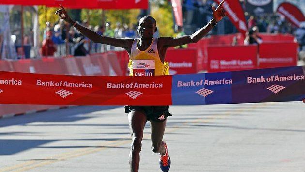 Vítězem Chicagského maratónu se stal keňský běžec Dennis Kimetto.