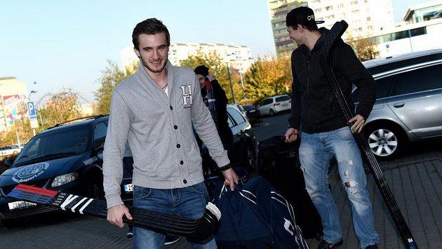 Útočník Tomáš Filippi (vlevo) má v Magnitogorsku nového hlavního trenéra.
