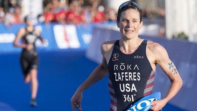 Katie Zaferesová z USA po vítězství na MS v triatlonu.
