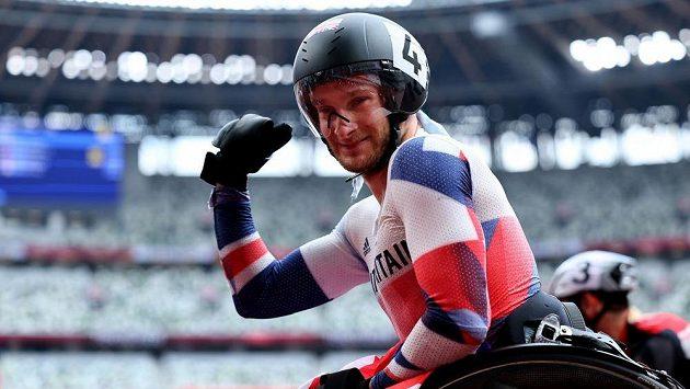 Britský vozíčkář Andrew Small vyhrál závod na 100 metrů.