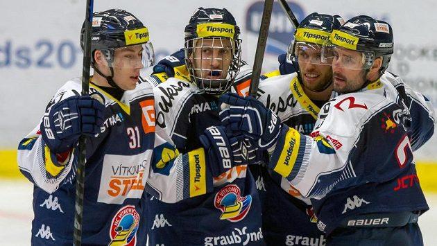 Vítkovičtí hokejisté (zleva) Lukáš Klok, Ondřej Roman, Vladimír Svačina a Rudolf Huna se radují z gólu.