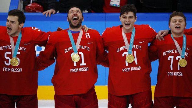 Zlatí hokejisté OSR - Bogdan Kiselevič, Ilja Kovalčuk, Nikolaj Prochorkin a Kirill Kaprizov. Olympijský triumf neslavili pod vlajkou Ruska.