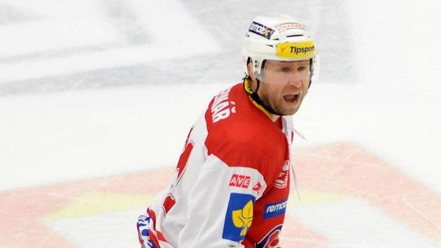 Kapitán Slavie Jaroslav Bednář si kromě gólu a tři asistencí vysloužil i osobní desetiminutový trest za výroky na adresu rozhodčího.