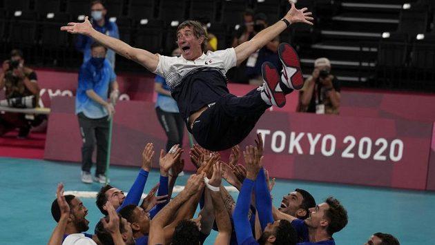Francouzští volejbalisté slaví svou první medaili na olympiádě.