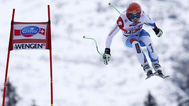 Švýcarský sjezdař Patrick Küng na trati ve Wengenu.