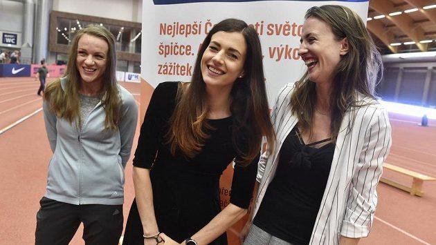 Kvalitní trio českých mílařek (zleva) Simona Vrzalová, Kristiina Mäki a Diana Mezuliáníková bude mít jeden z vrcholů sezony na středečním mítinku Czech Indoor Gala v Ostravě.
