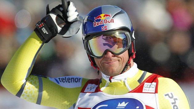 Aksel Lund Svindal, norský držitel malého glóbu za celkové vítězství ve Světovém poháru ve sjezdu.