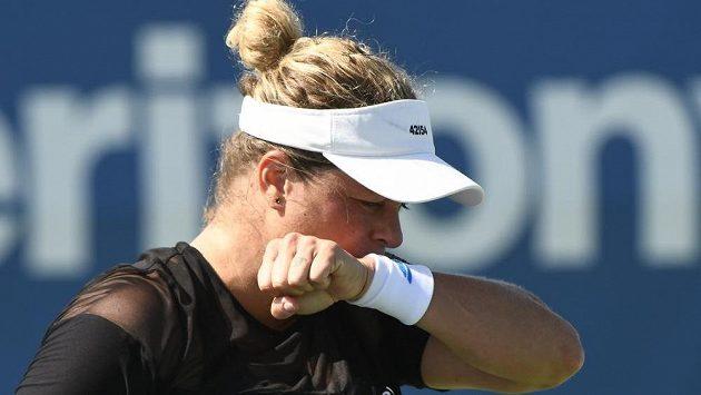 Další návrat belgické tenistky Kim Clijstersové po roční pauze skončil hned po prvním duelu.