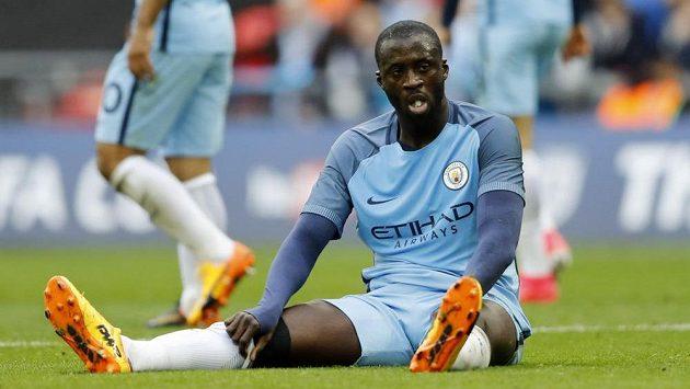 Fotbalista Manchesteru City Yaya Touré byl po utkání FA Cupu s Arsenalem hodně zklamaný z výkonu sudího. Proto přišel se zvláštním nápadem před derby s United.