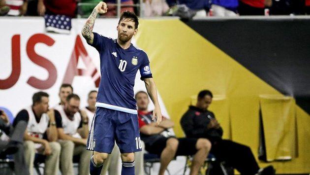 Lionel Messi zářil v semifinálovém duelu šampionátu Copa América, během zápasu stihl i podpis fanouškovi.
