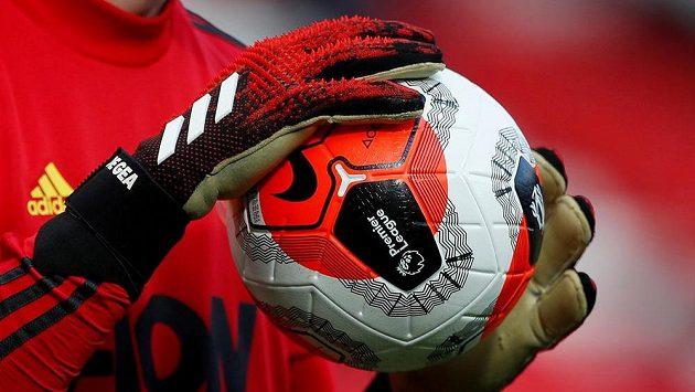Fotbalový míč v Premier League - ilustrační foto.