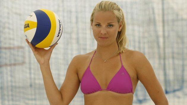 Plážová volejbalistka Markéta Sluková.