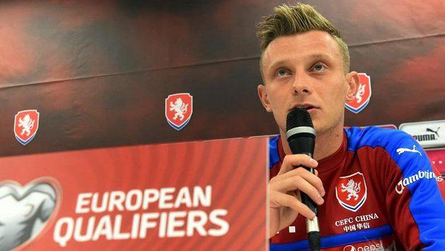 Záložník české reprezentace Ladislav Krejčí na pondělní tiskové konferenci před kvalifikačním duelem s Ázerbájdžánem.