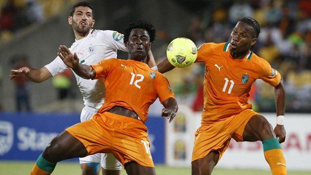 Fotbalisté Pobřeží slonoviny Wilfried Bony a Didier Drogba (vpravo).