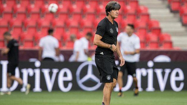 Trenér reprezentace Německa Joachim Löw během tréninku před utkáním s Českou republikou.