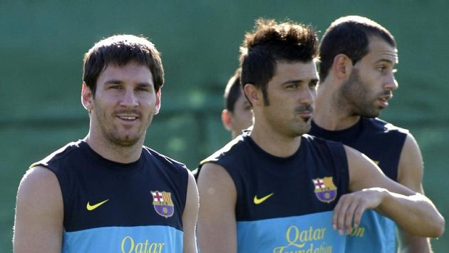 Fotbalisté Barcelony na tréninku. Zleva Lionel Messi, David Villa a Javier Mascherano.