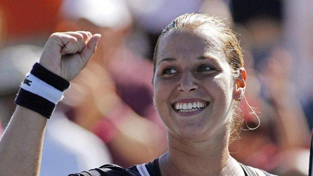 Slovenská tenistka Dominika Cibulková se raduje z vítězství nad Soranou Cirsteovou.