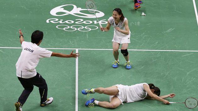 Radost japonských badmintonistek z olympijského zlata.