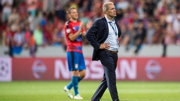 Trenér fotbalistů Plzně Roman Pivarník, v pozadí střelec gólu Marek Bakoš.