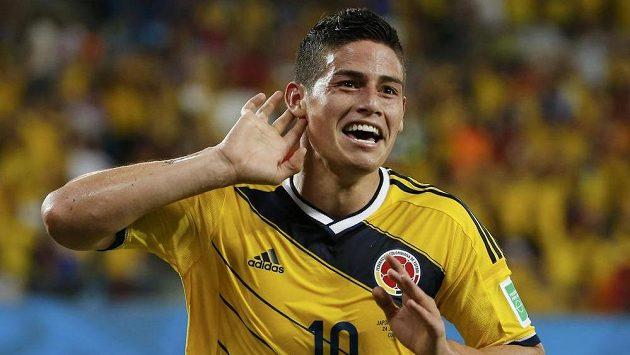 Kolumbijský záložník James Rodríguez slaví gól proti Japonsku na MS v Brazílii.