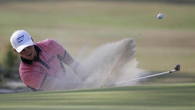 Německý golfista Martin Kaymer a jedna z těžších chvil na probíhajícím US Open.