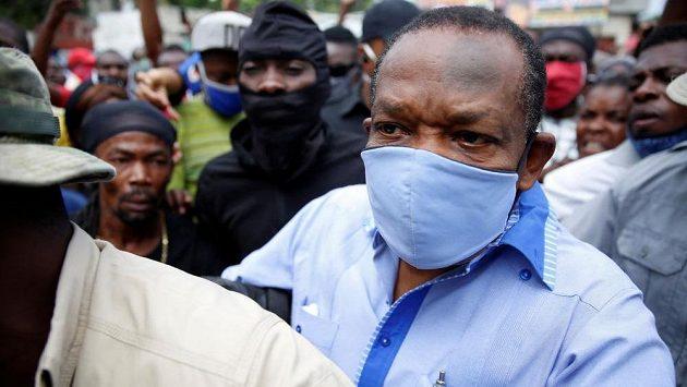 Šéf haitského fotbalu Yves Jean Bart má vážné problémy.