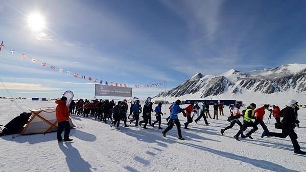 Někdo to rád chladné. Maratónský běh nedaleko jižního pólu je pouze pro atletické dobrodruhy.