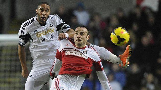 Dimitar Berbatov (v červeném dresu) bude hostovat z Fulhamu v Monaku.